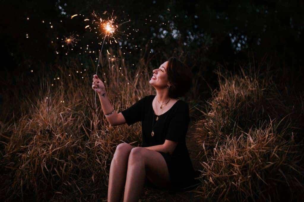 La gratitude est un outil pour être plus heureux, en me concentrant sur ce qui va bien, je deviens meeilleurs à le voir quotidiennement